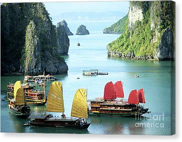Halong Bay Sails 01 Canvas Print