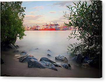 Hamburg Dreams Canvas Print by Marc Huebner