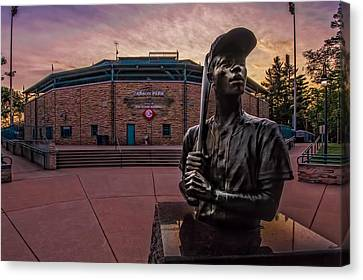 Hank Aaron Statue Canvas Print by Tom Gort