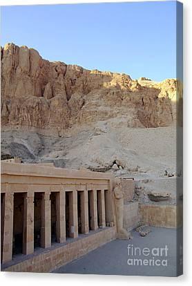 Hatshepsut Temple 07 Canvas Print by Antony McAulay