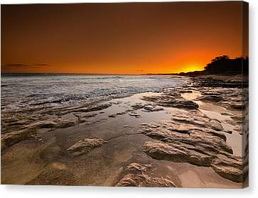 Hawaiian Sunset Canvas Print by Tin Lung Chao