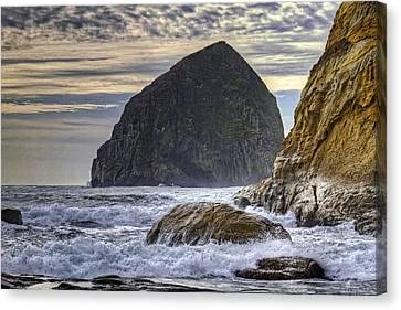 Haystack Rock At Cape Kiwanda Canvas Print by David Gn
