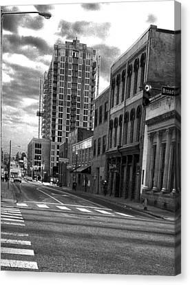 Bw Street Photogrpahy  Nashville Tn Canvas Print by Lesa Fine