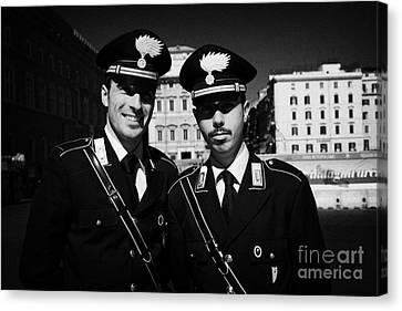 head and shoulders of Two Arma Dei Carabinieri Italian police officers on duty in Piazza Venezia Rom Canvas Print by Joe Fox