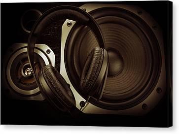 Headphones Canvas Print by Les Cunliffe