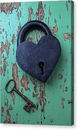 Heart Lock And Key Canvas Print by Garry Gay