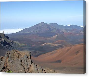 Heleakala Volcano In Maui Canvas Print by Richard Reeve