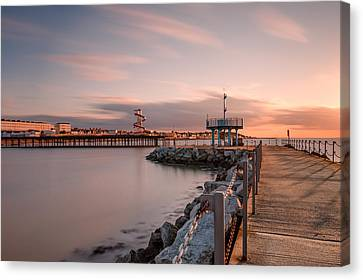 Herne Bay Sunset Canvas Print by Ian Hufton