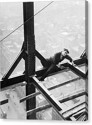 High Steel Worker In Ny Canvas Print by Underwood Archives