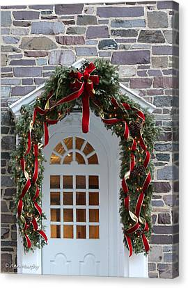 Canvas Print featuring the photograph Holiday Door Wreath by Ann Murphy