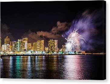 Honolulu Fireworks 4 Canvas Print