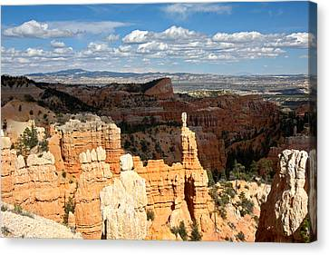 Hoodoos In The Sunlight In Bryce Canyon Np Canvas Print