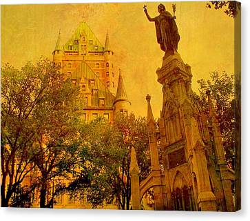 Hotel Chateau Frontenac And  Statue Canvas Print