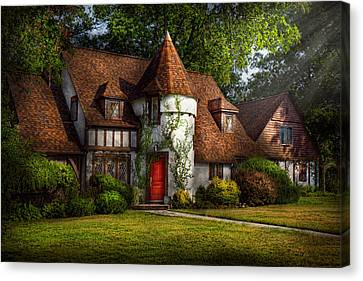 House - Westfield Nj - Fit For A King Canvas Print by Mike Savad