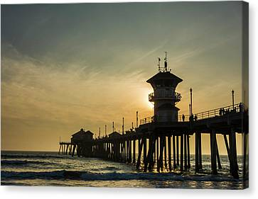 Huntington Pier And Sunset Canvas Print by Vwpics - Roberto Lopez