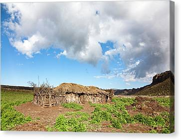 Huts Of Local Oromo Nomads At Keyrensa Canvas Print