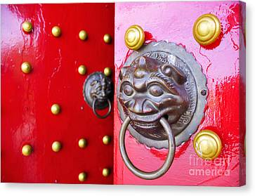 Imperial Lion Door Knocker Canvas Print by William Voon