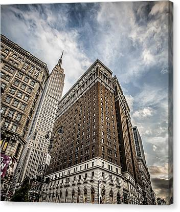 In A New York Minute Canvas Print by Shari Mattox