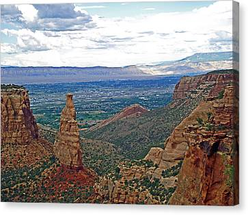 Independence Monument In Colorado National Monument Near Grand Junction-colorado Canvas Print by Ruth Hager