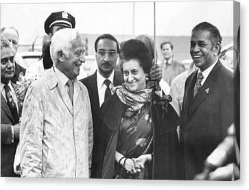 Indira Gandhi At Jfk Airport Canvas Print by Underwood Archives