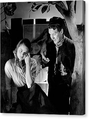 Ingrid Bergman And Burgess Meredith In Liliom Canvas Print by Horst P. Horst