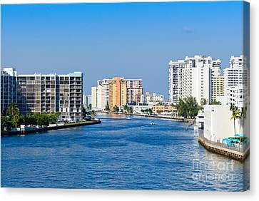 Intracoastal Waterway In Hollywood Florida Canvas Print by Les Palenik