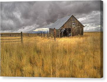 Isolated Barn In Oregon Canvas Print
