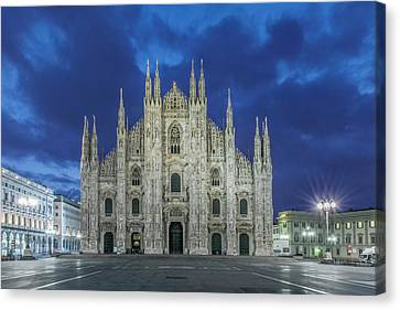 Italy, Milan, Cathedral (duomo Di Milano Canvas Print by Rob Tilley