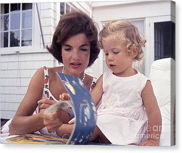 Jacqueline And Caroline Kennedy At Hyannis Port 1959 Canvas Print by The Harrington Collection