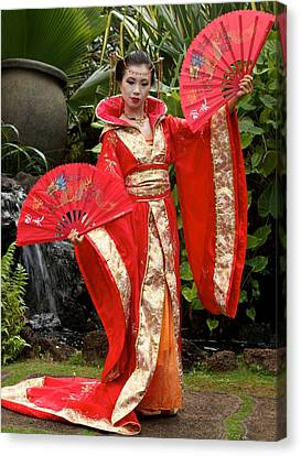 Japanese Lady With Fan Canvas Print by Bonita Hensley