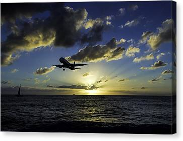 jetBlue landing at St. Maarten Canvas Print by David Gleeson