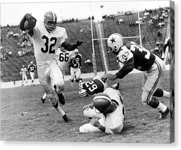 Jim Brown Running With The Ball Canvas Print by Gianfranco Weiss