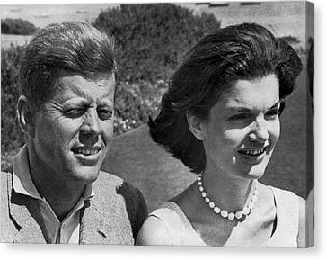 John F. Kennedy And Jacqueline Canvas Print by Underwood Archives