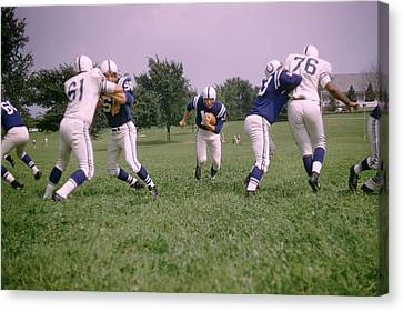 Johnny Unitas Running Up The Middle Canvas Print