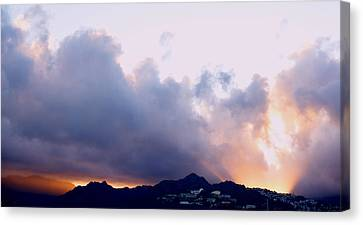 Kamehameha Sunrise Canvas Print by Kevin Smith