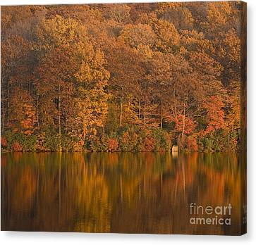 Kanawauke Lake Sundown Canvas Print by Susan Candelario