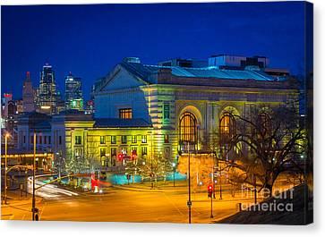Kansas City By Night Canvas Print by Inge Johnsson