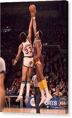Kareem Abdul Jabbar Vs. Wilt Chamberlain Jump Ball Canvas Print