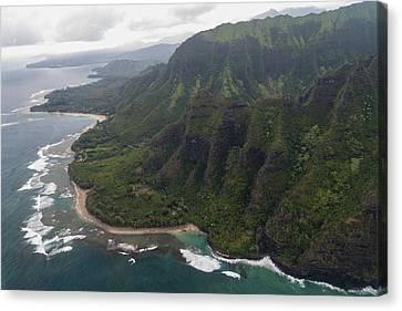 Kee Beach Along The Na Pali Coast - Kauai Hawaii Canvas Print by Brian Harig