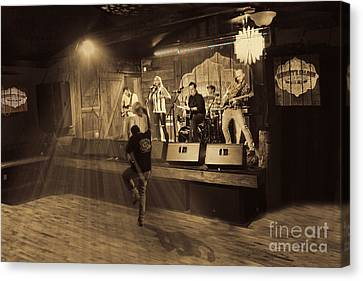 Keri Leigh Singing At Schmitt's Saloon Canvas Print by Dan Friend