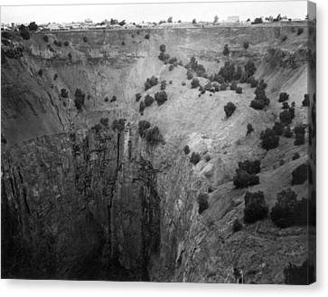Kimberley crater Of Fortune Canvas Print by Underwood Archives