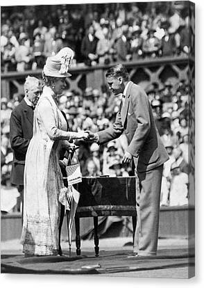 King And Queen At Wimbledon Canvas Print by Underwood Archives