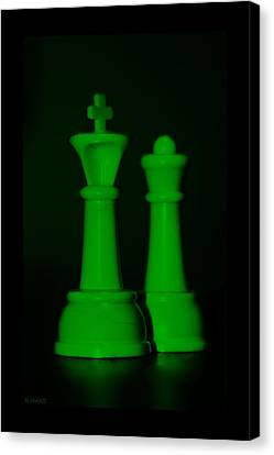 King And Queen In Green Canvas Print by Rob Hans