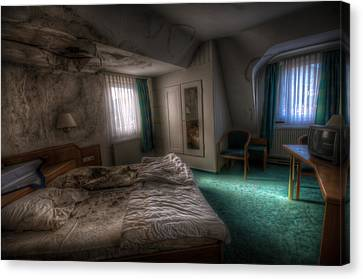 King Size Bed Canvas Print by Nathan Wright