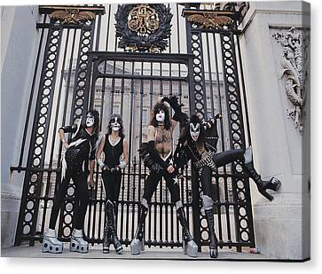 Kiss - Buckingham Palace Canvas Print by Epic Rights