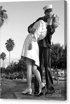 Kissing Sailor And Nurse Canvas Print by Christiane Schulze Art And Photography