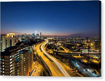 Kl At Blue Hour Canvas Print by David Gn
