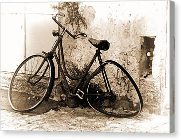 La Bicicletta Canvas Print by Oscar Alvarez Jr