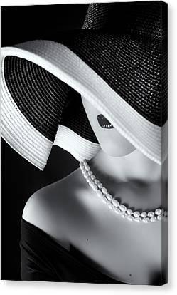 La Femme Au Chapeau Canvas Print by Ruslan Bolgov (axe)