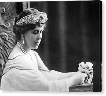 Queen Elizabeth The Queen Mother Canvas Print by Underwood Archives